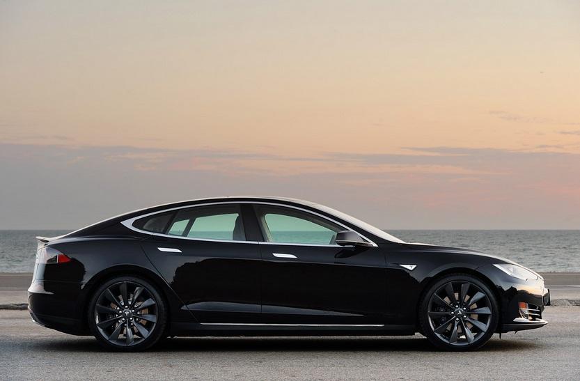 Tesla S - panorama