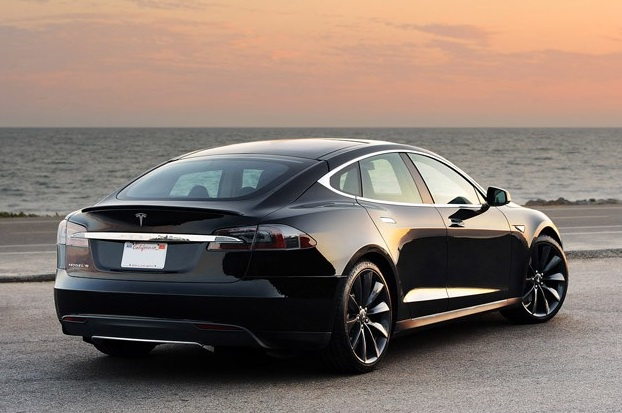 Tesla S - spate