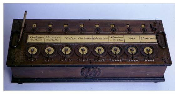 Pascalina - una dintre cele mai vechi masini de calcul